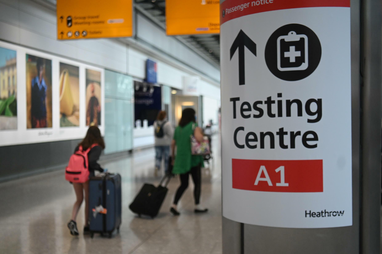 A l'aéroport londonien d'Heathrow, le 3 juin 2021
