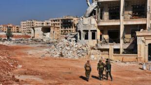 Des membres des forces gouvernementales dans Alep, la deuxième ville de Syrie, en état de siège depuis juillet.
