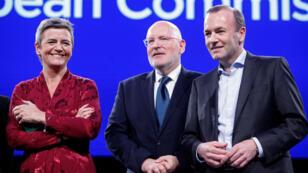 De izquierda a derecha, la danesa Margrethe Vestager, el holandés Frans Timmermans y el alemán Manfred Weber, tres de los aspirantes a los principales cargos de la UE. Bruselas, Bélgica, 15 de mayo de 2019.