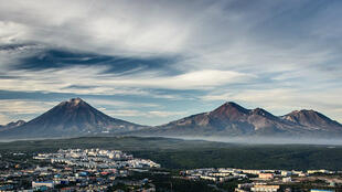 Les volcans de Petropavlovsk-Kamtchatski, à Kamtchatka (2014).