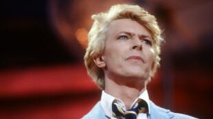David Bowie le 9 juin 1983 lors d'un concert à Paris.