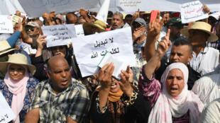 Des milliers de protestants manifestent à Tunis le 11 août 2018 contre des réformes prévues sur l'égalité hommes-femmes et l'homosexualité.