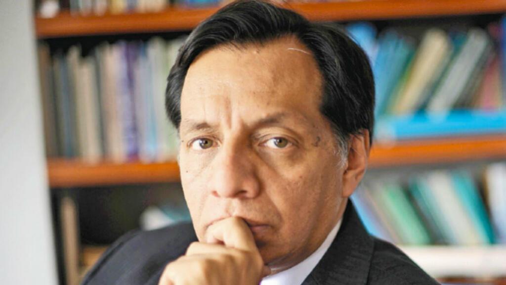 Héctor Riveros es analista político, abogado, experto en temas de derecho constitucional, consultor en áreas de gobernabilidad y gestión pública y columnista de 'La Silla Vacía' y panelista de la estación radial colombiana 'Blu Radio'.