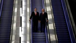 رئيس الوزراء الاسرائيلي بنيامين نتانياهو مع وزير النقل والإستخبارات يسرائيل كاتس في محطة اسحق نافون في القدس في 20 ايلول/سبتمبر 2018