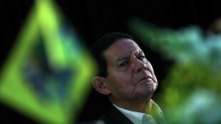 Hamilton Mourao, candidato a la vicepresidencia de Jair Bolsonaro, asiste a una campaña de concentración en Sao Paulo, Brasil, el 4 de octubre de 2018.