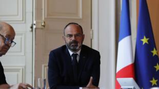 El primer ministro Edouard Philippe participa en una videoconferencia con representantes del sector turístico durante un comité interministerial, el 14 de mayo de 2020 en París