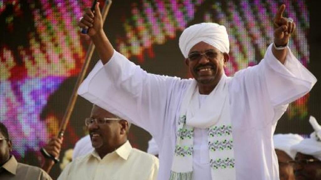 الرئيس السوداني عمر البشير خلال مهرجان انتخابي في الخرطوم 31 مارس 2015
