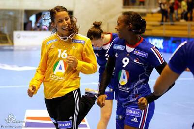 Joie des handballeuses Cléopâtre Darleux et Paule Baudoin
