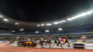 Unos atletas compiten en 5.000 metros en la reunión de la Liga de Diamante en Shanghái el 18 de mayo de 2019
