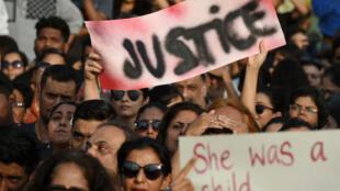 Des manifestants défilent en soutien aux victimes de viols, à Mumbai, le 15 avril 2018.