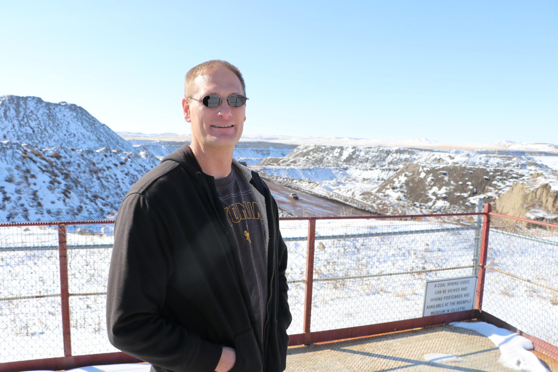 Eric Hansen parle du fonctionnement de la mine où il travaille