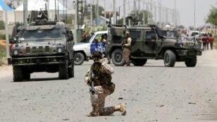 Soldados en Somalia responden tras un ataque del grupo yihadista Al Shabab el 1 de octubre de 2018, conflicto en el que Estados Unidos participa con ataques aéreos en respaldo al gobierno de Mogadiscio.