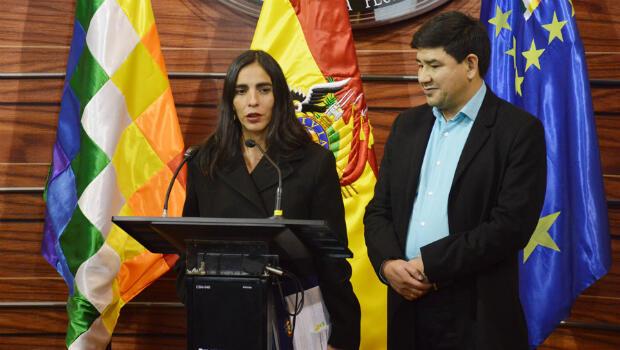 Comparecencia ante los medios de la presidenta de la Cámara de Diputados de Bolivia, Gabriela Montaño, y del nuevo presidente del  Senado, Milton Barón, para explicar la Ley de Organizaciones Políticas de Bolivia. 23 de agosto de 2018.
