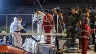 Les migrants sauvés en mer Méditerranée par l'Ocean Viking ont pu débarquer sur l'île italienne de Lampedusa dans la nuit de samedi14 à dimanche15septembre2019.