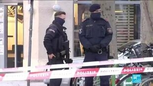 2020-11-03 13:31 Vienna residents in shock after deadly shooting as police hunts at least one gunman