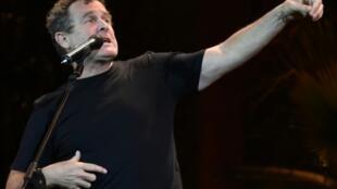 Johnny Clegg chante durant un festival à Fès, au Maroc, le 16 juin 2014