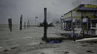 L'île d'Islamorada, dans les Keys, ressent les premiers effets d'Irma, le 9 septembre 2017.