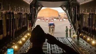 جثامين العسكريين الفرنسيين الذين قتلوا في مالي