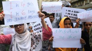 Des femmes manifestant pour dénoncer les crimes sexuelles au Pakistan, le 11 janvier 2018.