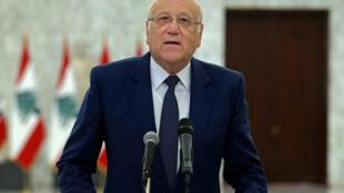 رئيس الوزراء اللبناني المكلف نجيب ميقاتي متحدثا اثر لقائه الرئيس ميشال عون في قصر بعبدا في 26 تموز/يوليو 2021