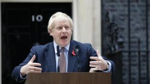 Le Premier ministre britannique Boris Johnson, le 6 novembre 2019, lance officiellement depuis le 10 Downing Street la campagne pour les élections anticipées au Royaume-Uni.