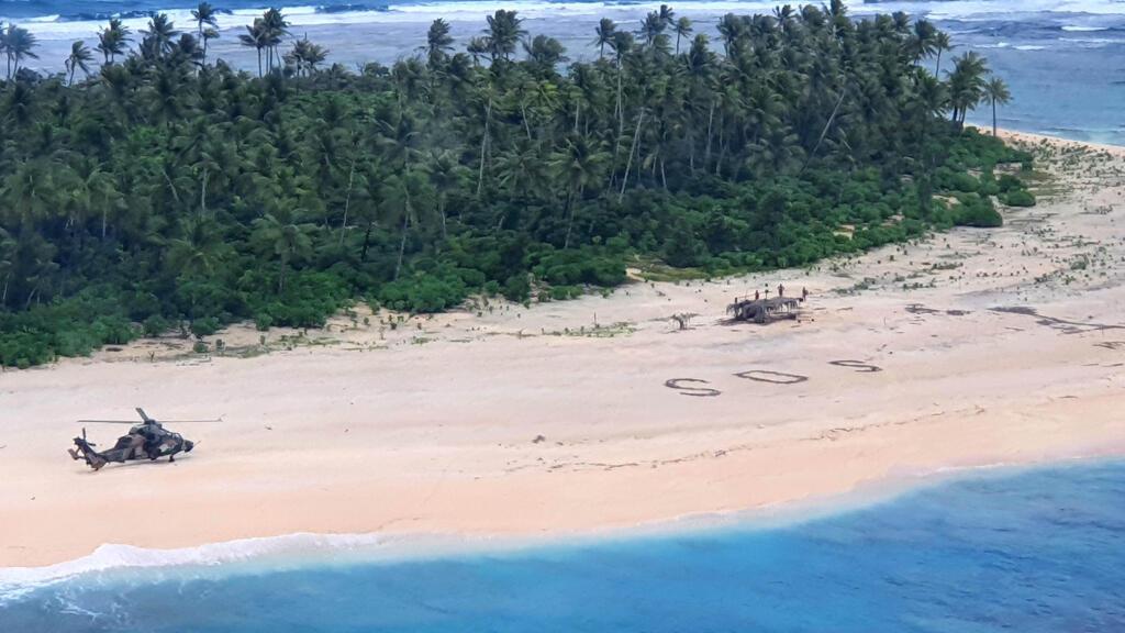 """Bloqués sur une île du Pacifique, trois naufragés sauvés grâce à un """"SOS"""" écrit dans le sable"""