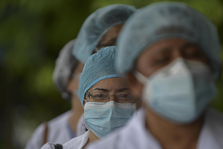 Des soignants demandent plus de moyens pour faire face à l'épidémie de Covid-19 à Panama City, le 16 juillet 2020, alors que le nombre de cas dépasse les 50 000 au Panama.