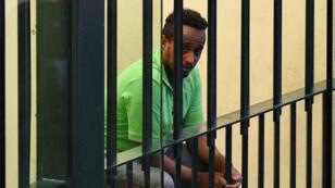 El presunto líder del contrabando de personas identificado en el tribunal como Medhanie Yehdego Mered, mientras esperaba su sentencia en Palermo, Italia, 12 de julio de 2019.