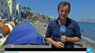 Les migrants campent sur la plage de l'île de Kos.