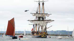 """Après un voyage aux États-Unis, """"L'Hermione"""" est arrivé à Brest, lundi 10 août, en début d'après-midi."""