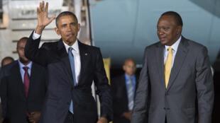 Barack Obama a été accueilli vendredi soir par le président kenyan, Uhuru Kenyatta.