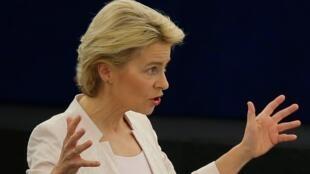 Úrsula von der Leyen se dirige a los eurodiputados de la Cámara con un discurso de investidura comprometido con el medio ambiente y la paridad de género.