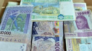 Billets de franc CFA, monnaie présente dans les pays membres de la Communauté économique des États de l'Afrique de l'Ouest (Cédéao).