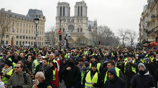 Des Gilets jaunes manifestent pour l'acte VIII sur les quais de Seine, à Paris, le 5 janvier 2019.