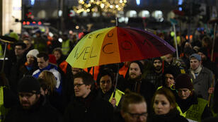 """3 000 contre-manifestants ont bravé les 18 000 personnes venues défiler lundi 5 janvier à Dresde à l'appel du parti anti-""""islamisation"""" Pegida."""