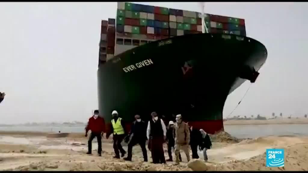 2021-03-28 00:07 Autoridades dicen que el Canal de Suez pudo haber sido bloqueado por error humano