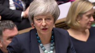 رئيسة الوزراء البريطانية تيريزا ماي خلال كلمتها أمام البرلمان