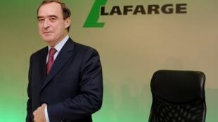 """الرئيس السابق لمجلس إدارة شركة الإسمنت السويسرية الفرنسية """"لافارج هولسيم"""" برونو لافون."""