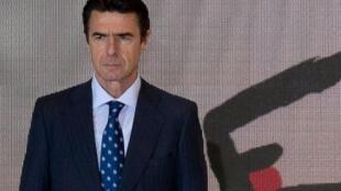 وزير الصناعة الإسباني المستقيل خوسيه مانويل سوريا