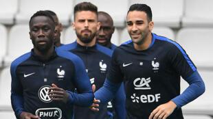 Rappelé au dernier moment par Didier Deschamps après le forfait de Varane, Rami (à droite) sera au centre de l'attention.