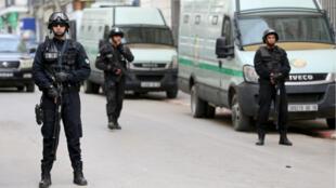 algeria-police-1012