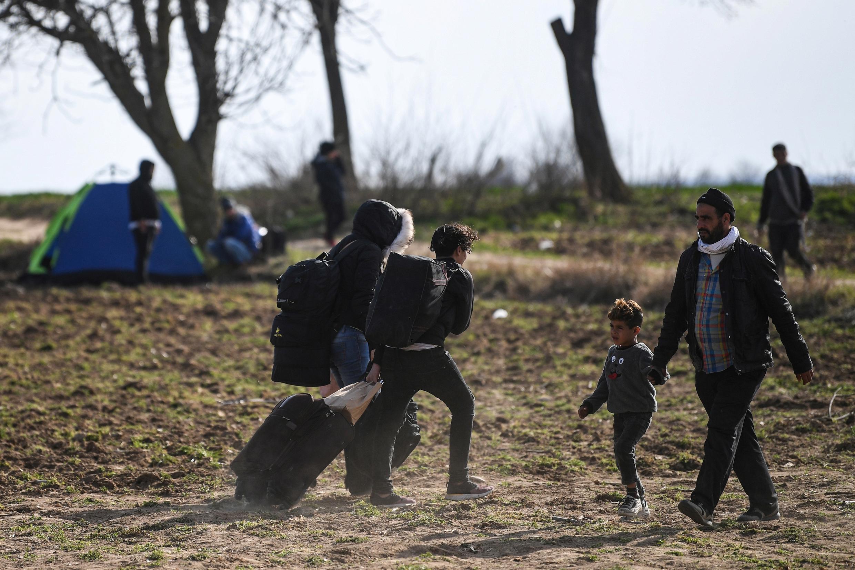مهاجرون على الحدود التركية اليونانية.