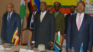 Les présidents sud-africain Jacob Zuma,  ougandais Yoweri Museveni et tanzanien Jakaya Kikwete ont demandé un report des élections burundaises, lors du sommet de Dar es Salaam en Tanzanie, le 31 mai 2015.