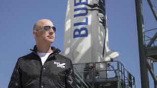 El jefe de Amazon, Jeff Bezos, fundador de la compañía espacial Blue Origin, que acaba de realizar una nueva prueba exitosa de su cohete para turismo espacial