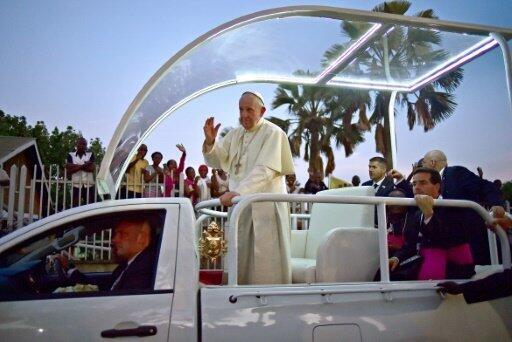 البابا فرنسيس في كمبالا في 28 تشرين الثاني/نوفمبر 2015