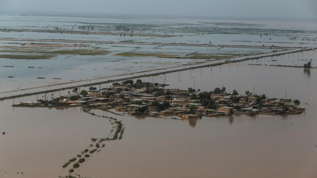 Imagen aérea del 5 de abril de 2019 en la provincia de Khuzestan, una de las más afectadas por las inundaciones de la última semana. El bloqueo estadounidense ha impedido recibir apoyo internacional para esta zona, según denunció la Media Luna Roja Iraní.