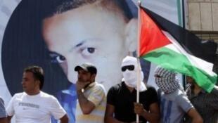 مشاركون في جنازة الفلسطيني محمد أبو خضير في القدس الشرقية في 4 تموز/يوليو 2014