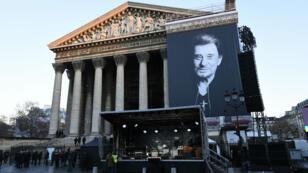 كنيسة لامادلين في باريس في 9 كانون الأول/ديسمبر 2017 حيث تشييع نجم الروك الفرنسي جوني هاليداي