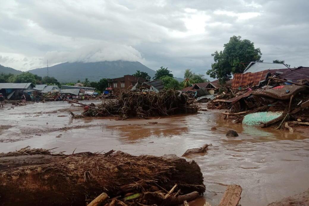 en-indonesia-floods