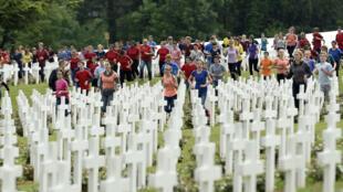 Des jeunes de France et d'Allemagne ont commémoré ensemble les cent ans de la sanglante bataille de Verdun, le 29 mai 2016..